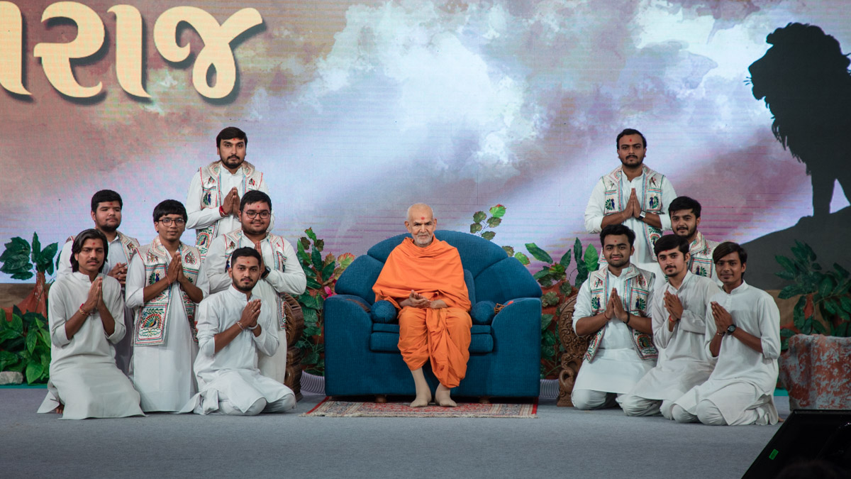 Karyakars with Swamishri