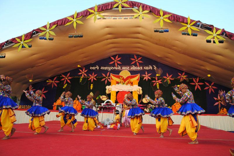 Kids and youths perform a cultural program