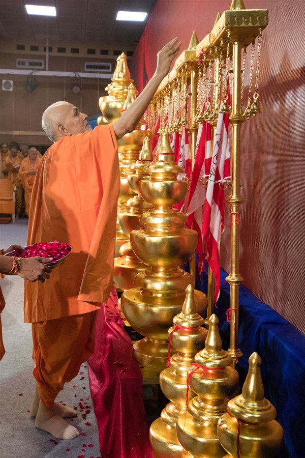 Swami performs pujan of flagstaffs