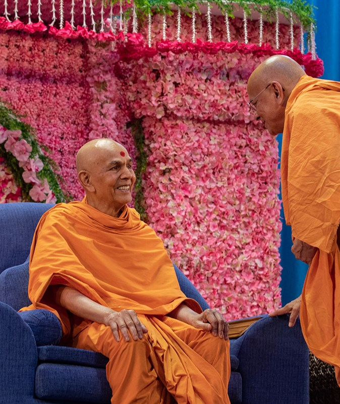 Swamishri in a divine mood with Pujya Ishwarcharan Swami