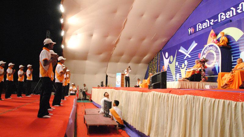 Youths perform a grand cultural program before Swamishri