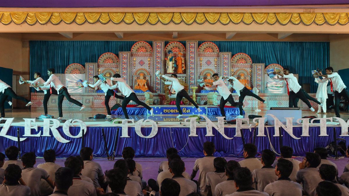Youths perform a dance in the evening satsang assembly