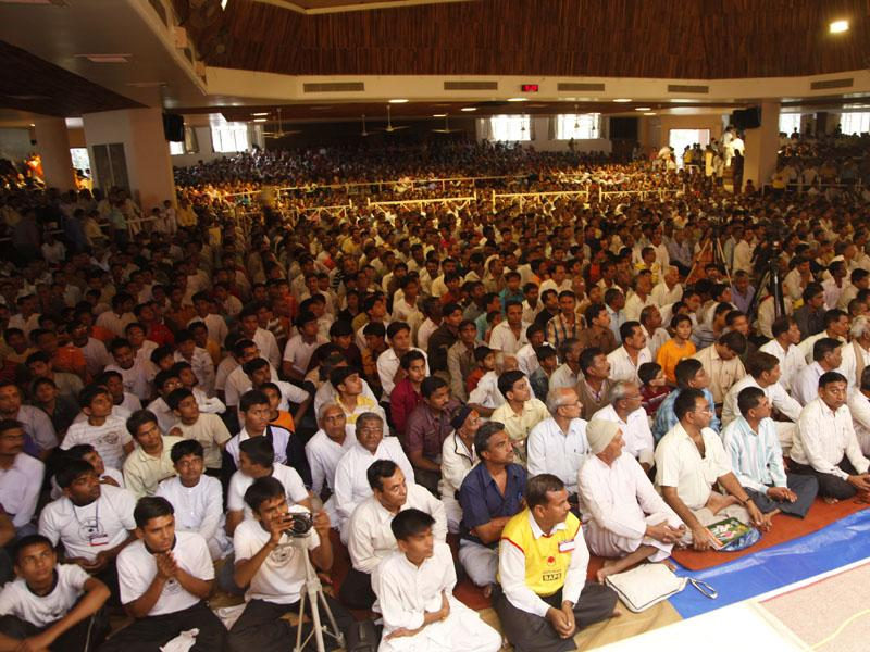 Devotees during the Sunday satsang assembly