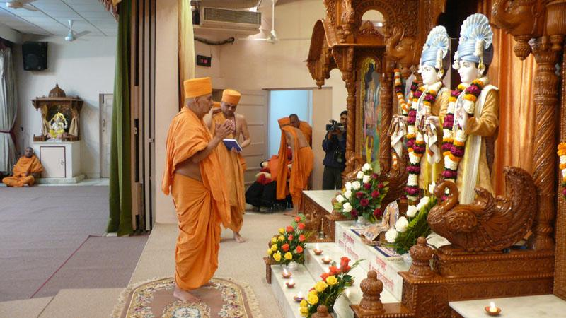 Swamishri engaged in darshan of Thakorji on his arrival at Gandhinagar Mandir