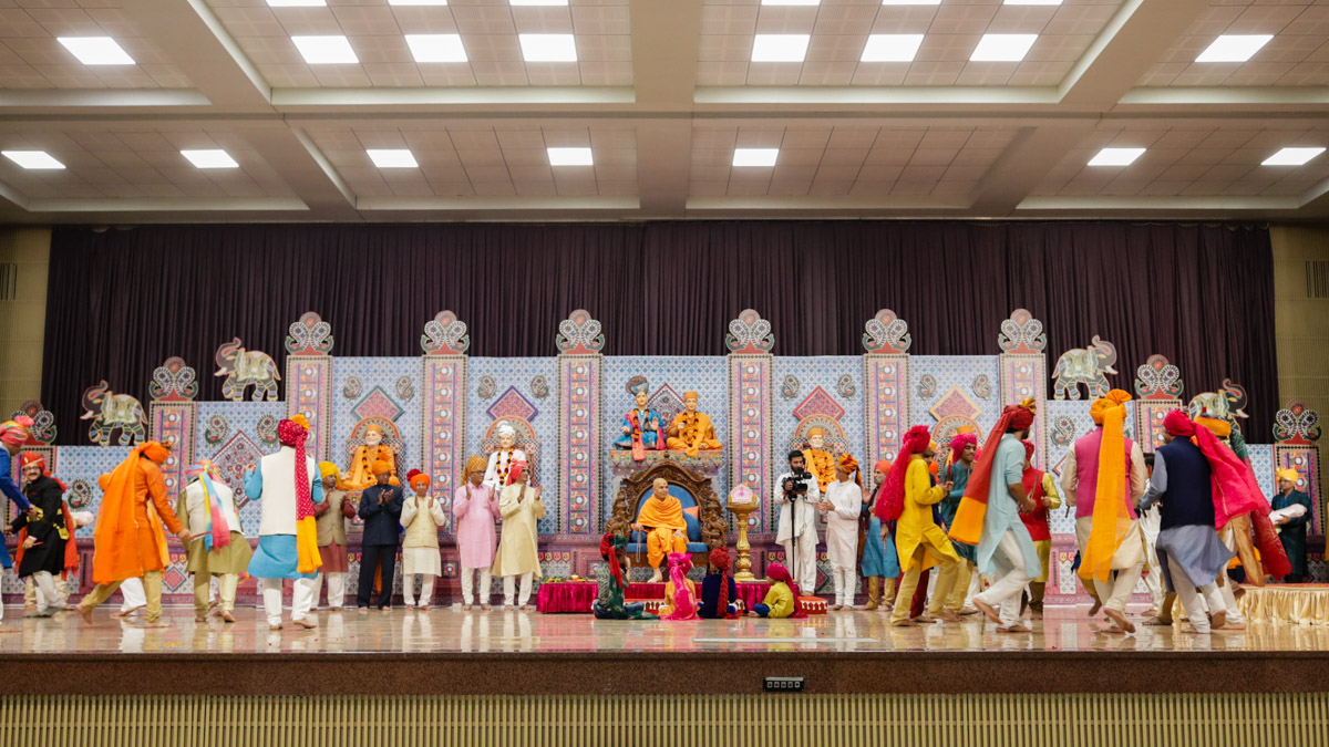 Members of Daji Bapu's perform ras in the evening satsang assembly
