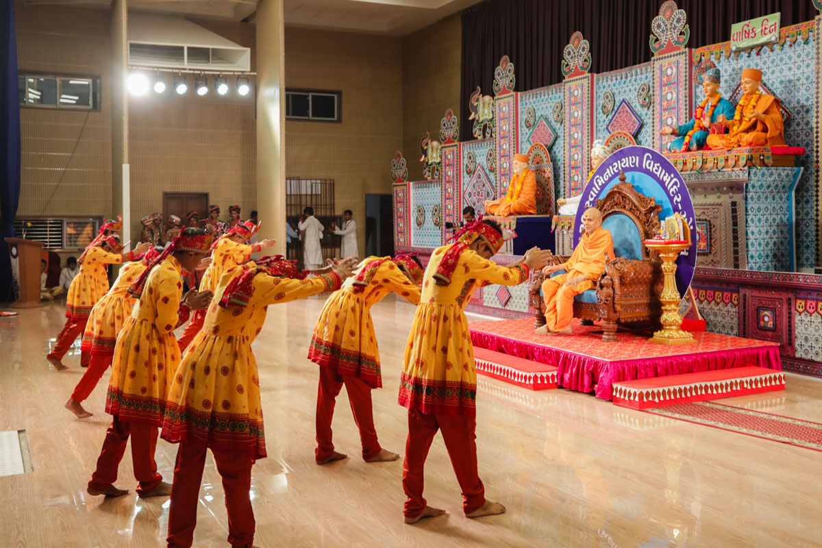 Students of BAPS Swaminarayan Vidyamandir, Gondal, perform a traditional dance in the evening satsang assembly