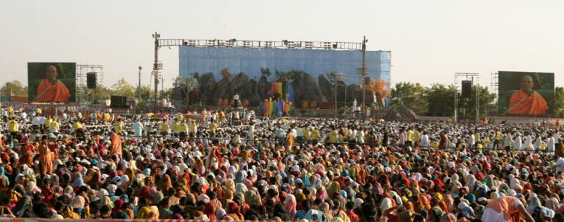 Devotees during the Pushpadolotsav assembly