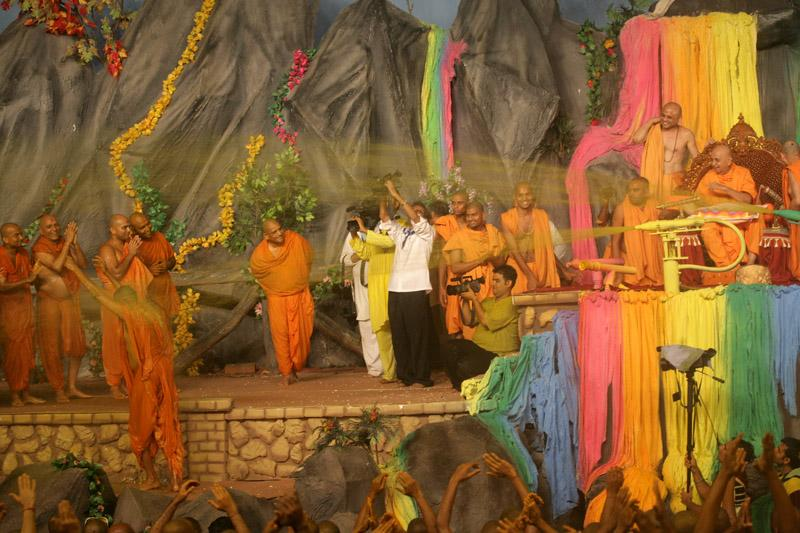 Swamishri showers sanctified colored water on sadhus