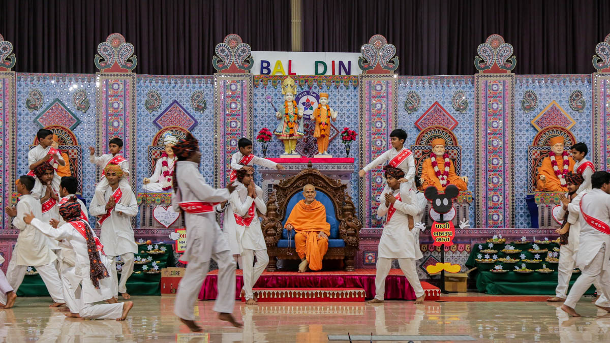 Children and youths perform a dance in the evening Bal Din assembly