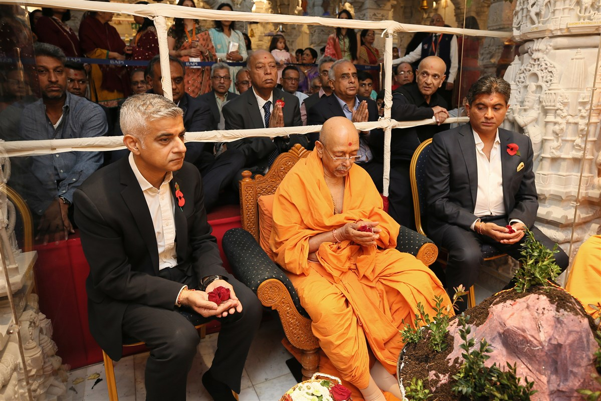 Mayor of London, Rt. Hon. Sadiq Khan, participated in the Hindu New Year's day rituals in the upper sanctum upon arriving