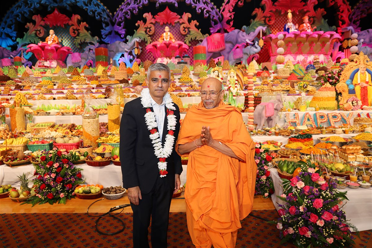Mayor of London and Pujya Tyagvallabh Swami