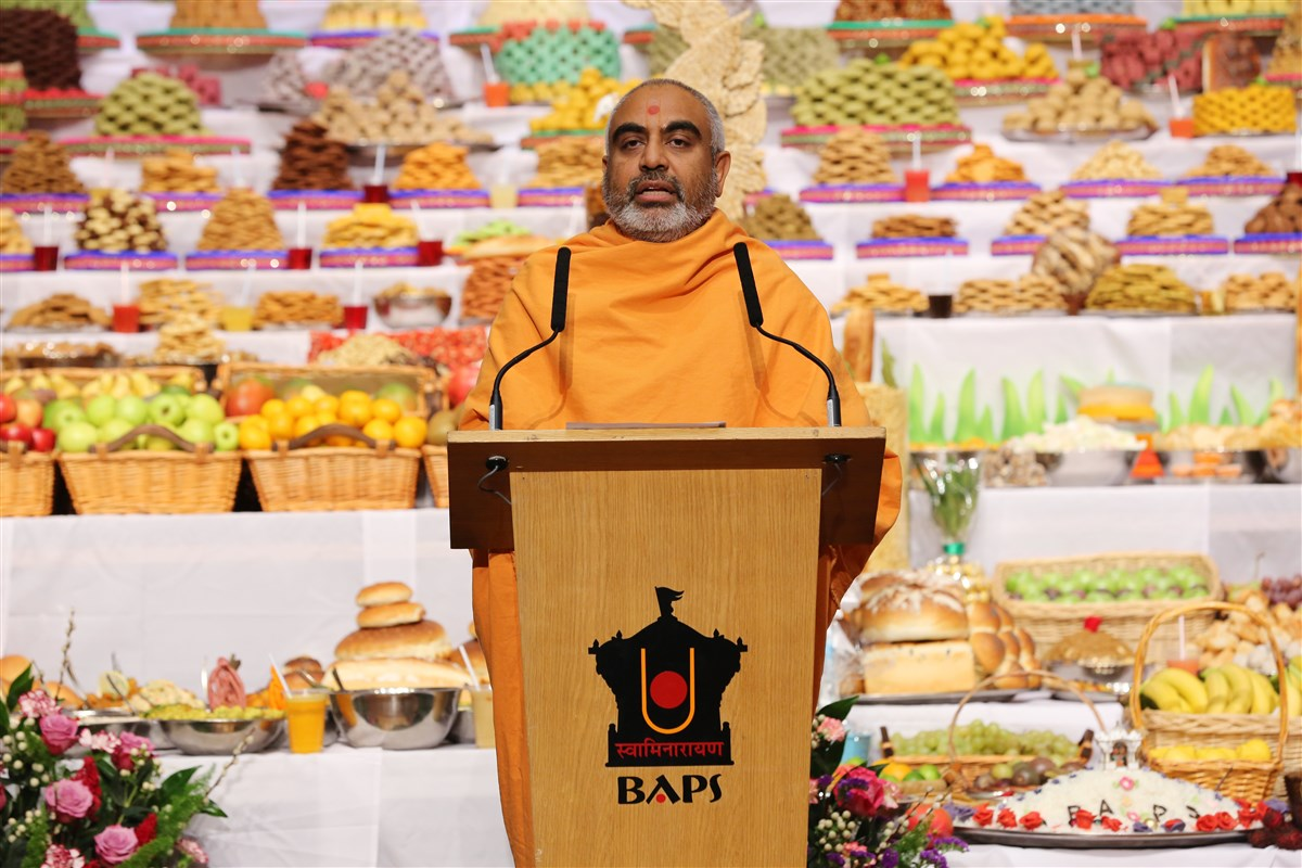Yogvivek Swami, Head Sadhu of London Mandir, delivered his New Year's address to the assembly