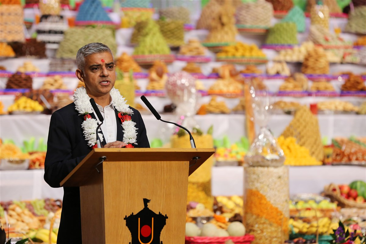 For more pictures and a report of the Mayor's visit, please click <a href='https://www.baps.org/News/2018/Mayor-of-London-Sadiq-Khan-Celebrates-Hindu-New-Year-at-London-Mandir-14310.aspx' target='blank' style='text-decoration:underline; color:blue;'>here</a>
