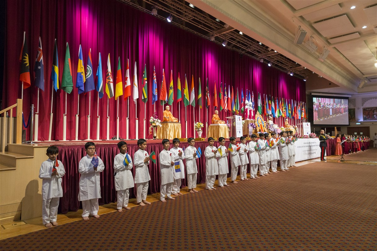 Flags of the 53 Commonwealth nations honoured the sacrifices of all who served during World War One