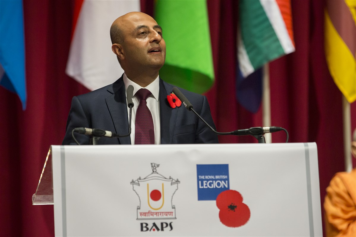 Lord Gadhia of Northwood explained the significance of the khadi poppy, recognising the 'outsized contribution of soldiers from undivided India' and the support of Mahatma Gandhi during the War