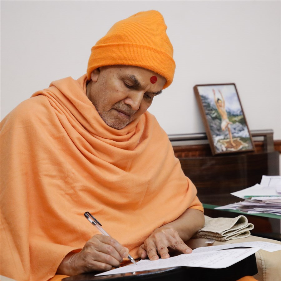 Swamishri replies to devotees' letters