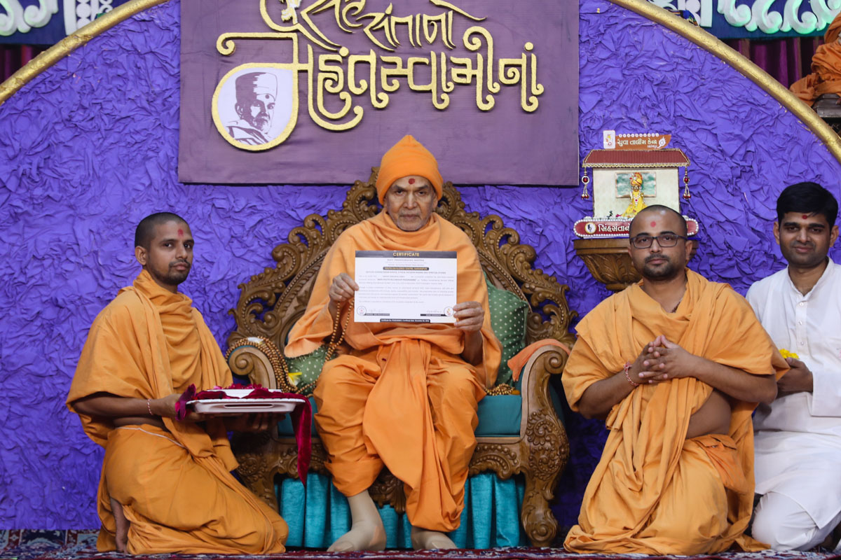 Swamishri sanctifies certificates