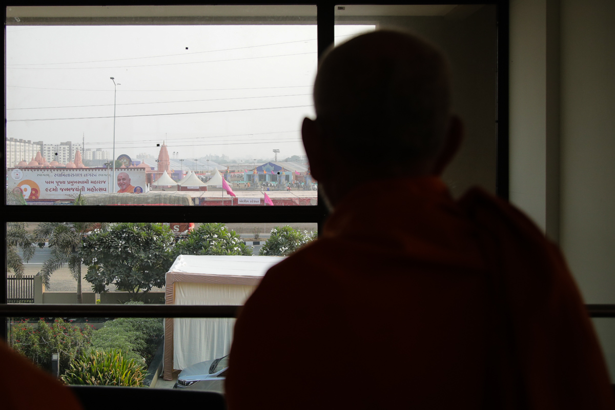 Swamishri observes 'Swaminarayan Nagar' from the window