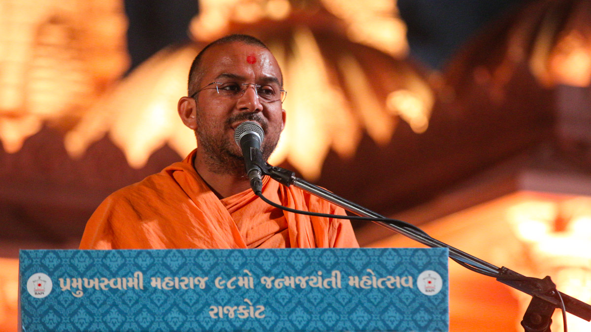Apurvamuni Swami address the assembly