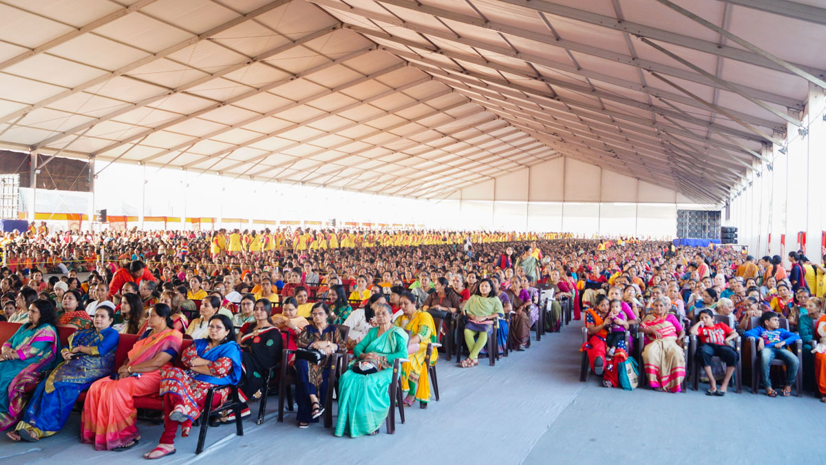 Dignitaries and devotees during the assembly
