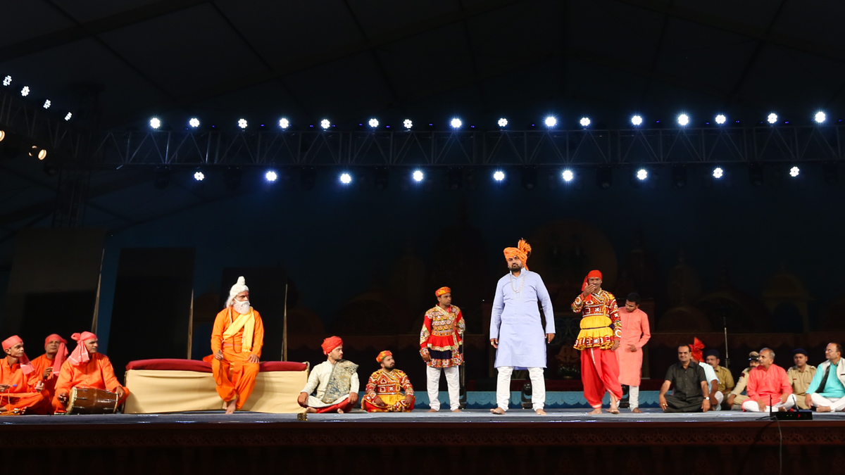 'Sant Param Hitkari' cultural program, based on the life of Pramukh Swami Maharaj, presented in the evening assembly