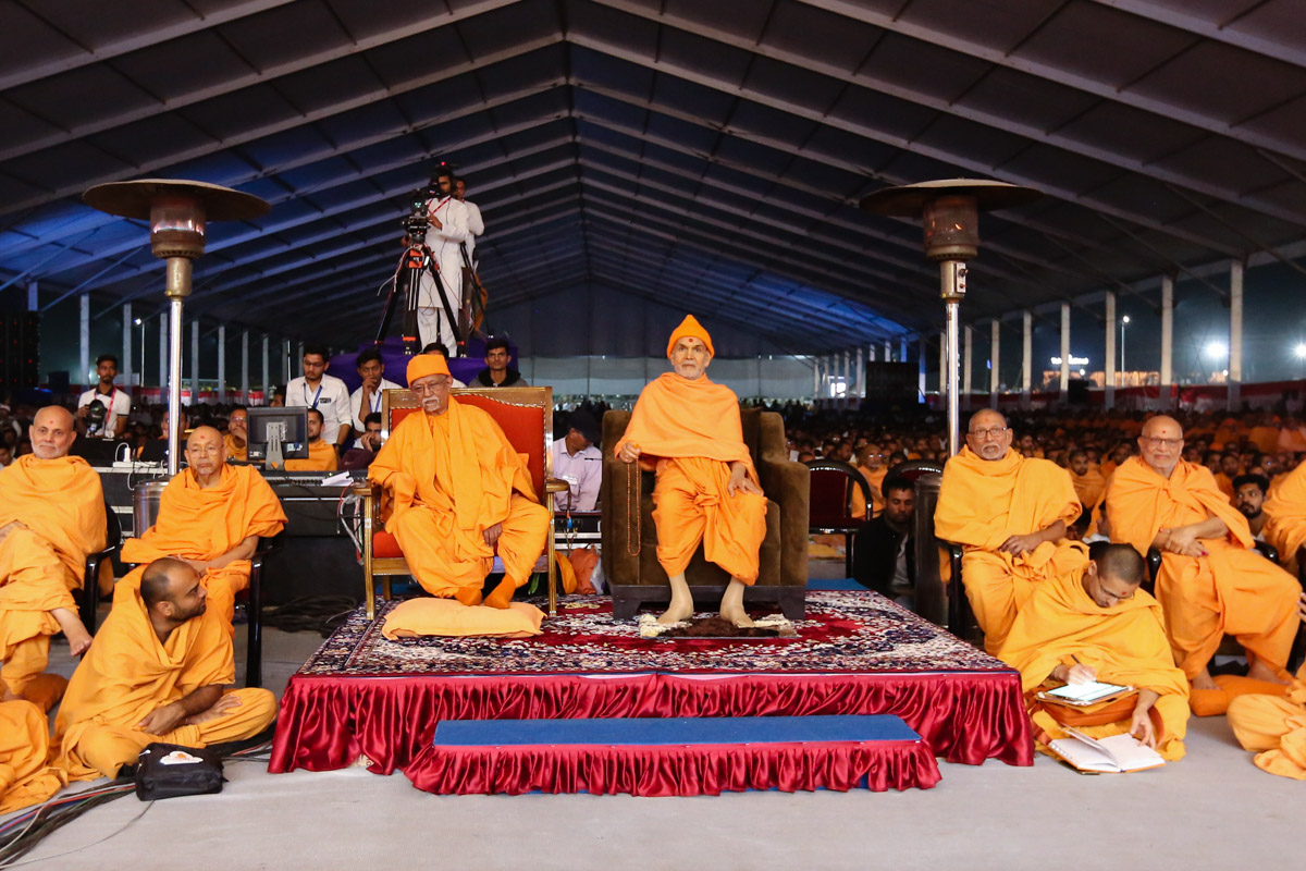 Swamishri and senior sadhus during the assembly