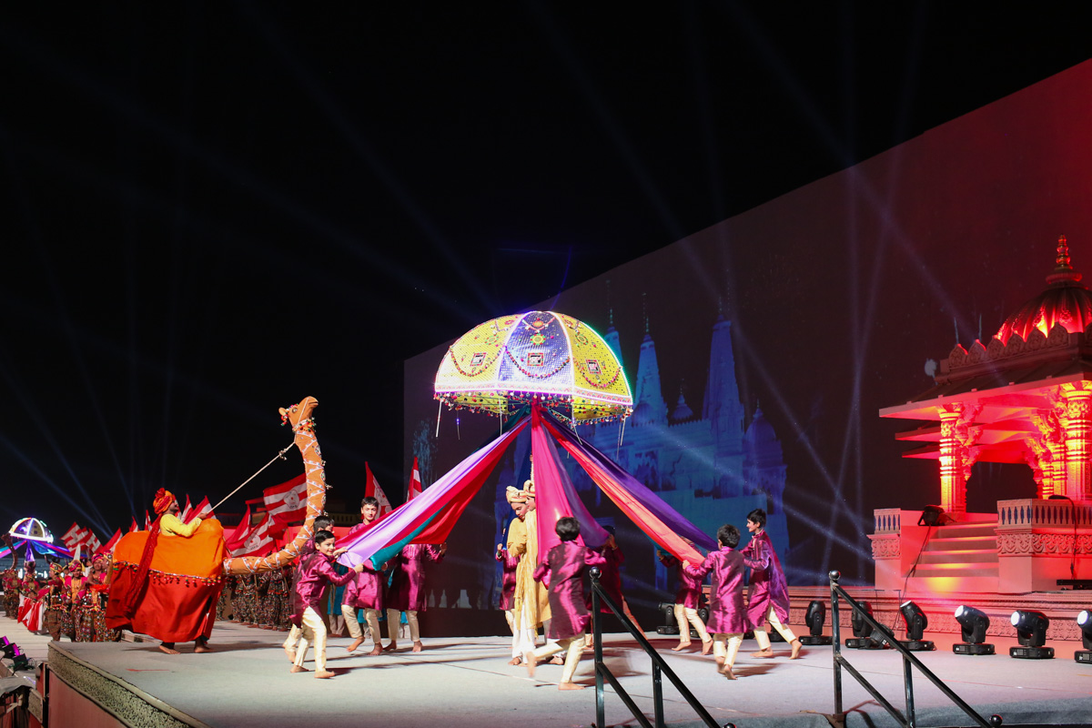 Performance by children and youths in light & sound show