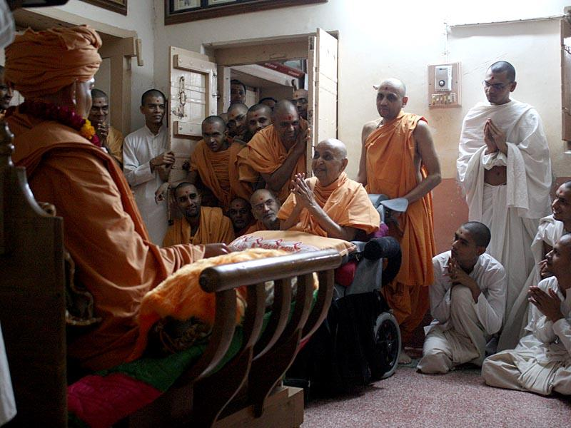 Swamishri engaged in darshan in Shastriji Maharaj's room