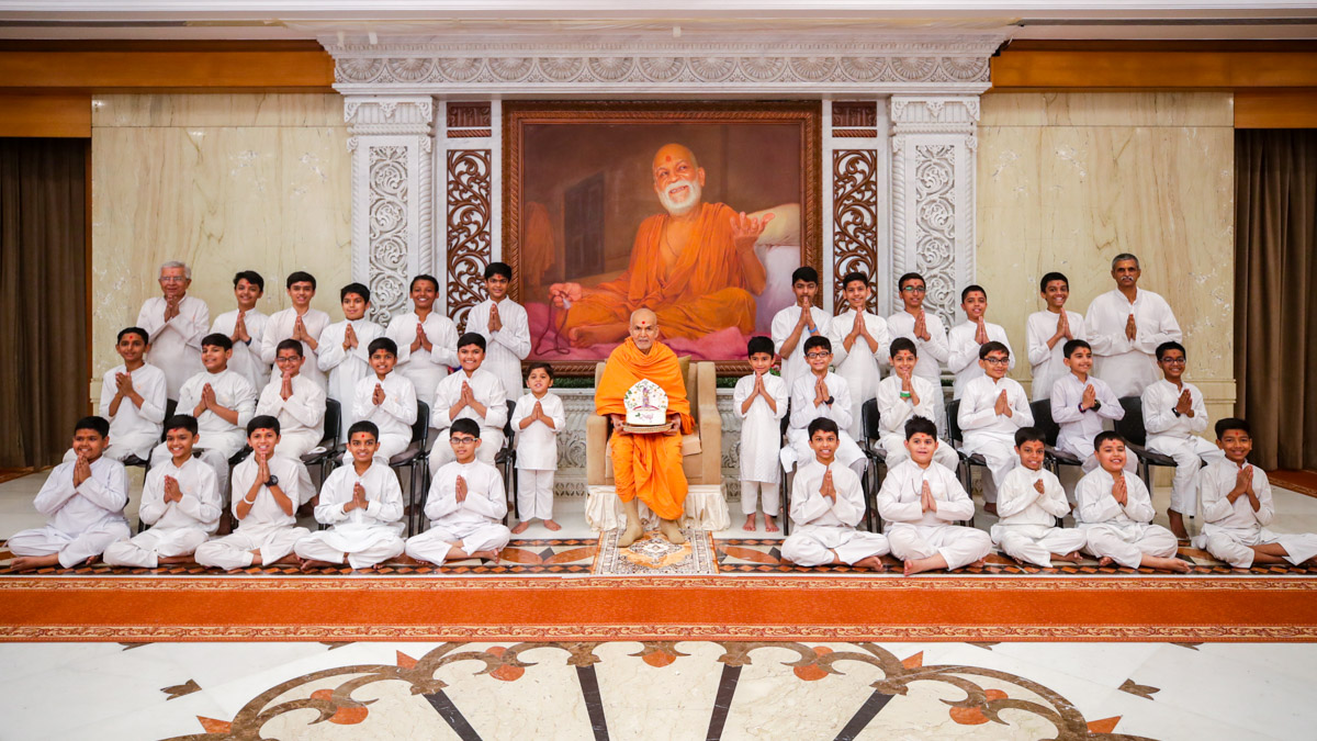 Children and karyakars with Swamishri in the morning