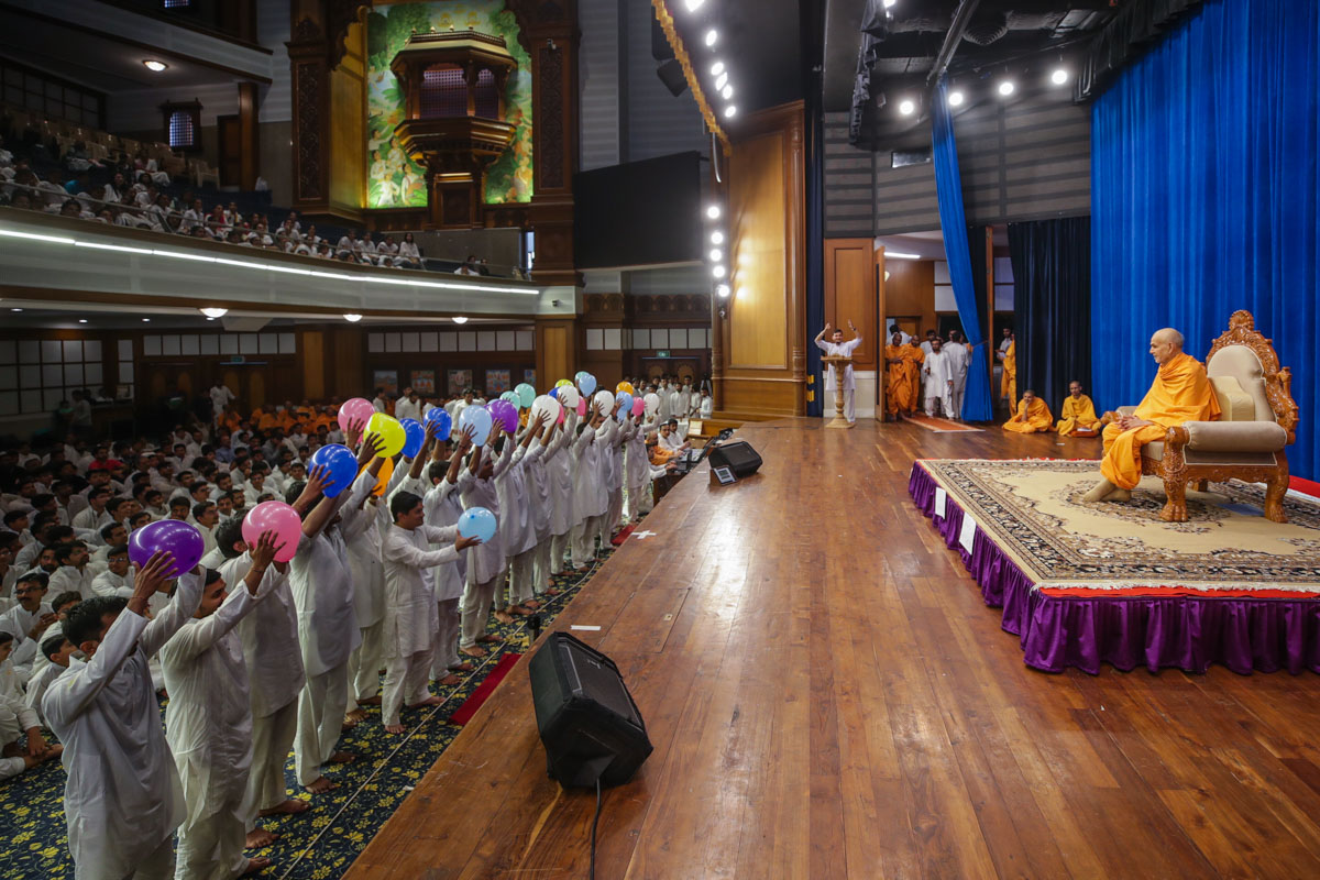 Karyakars present an activity before Swamishri