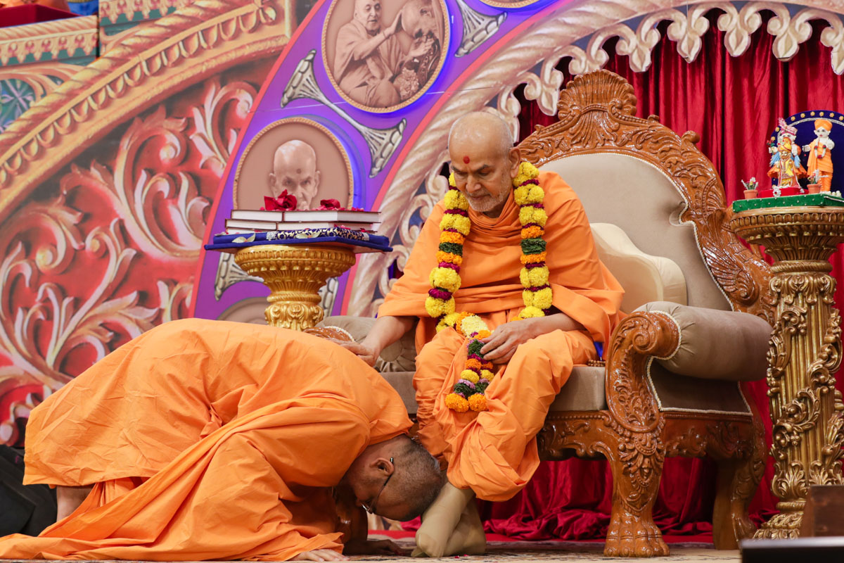 Swamishri blesses Bhadresh Swami