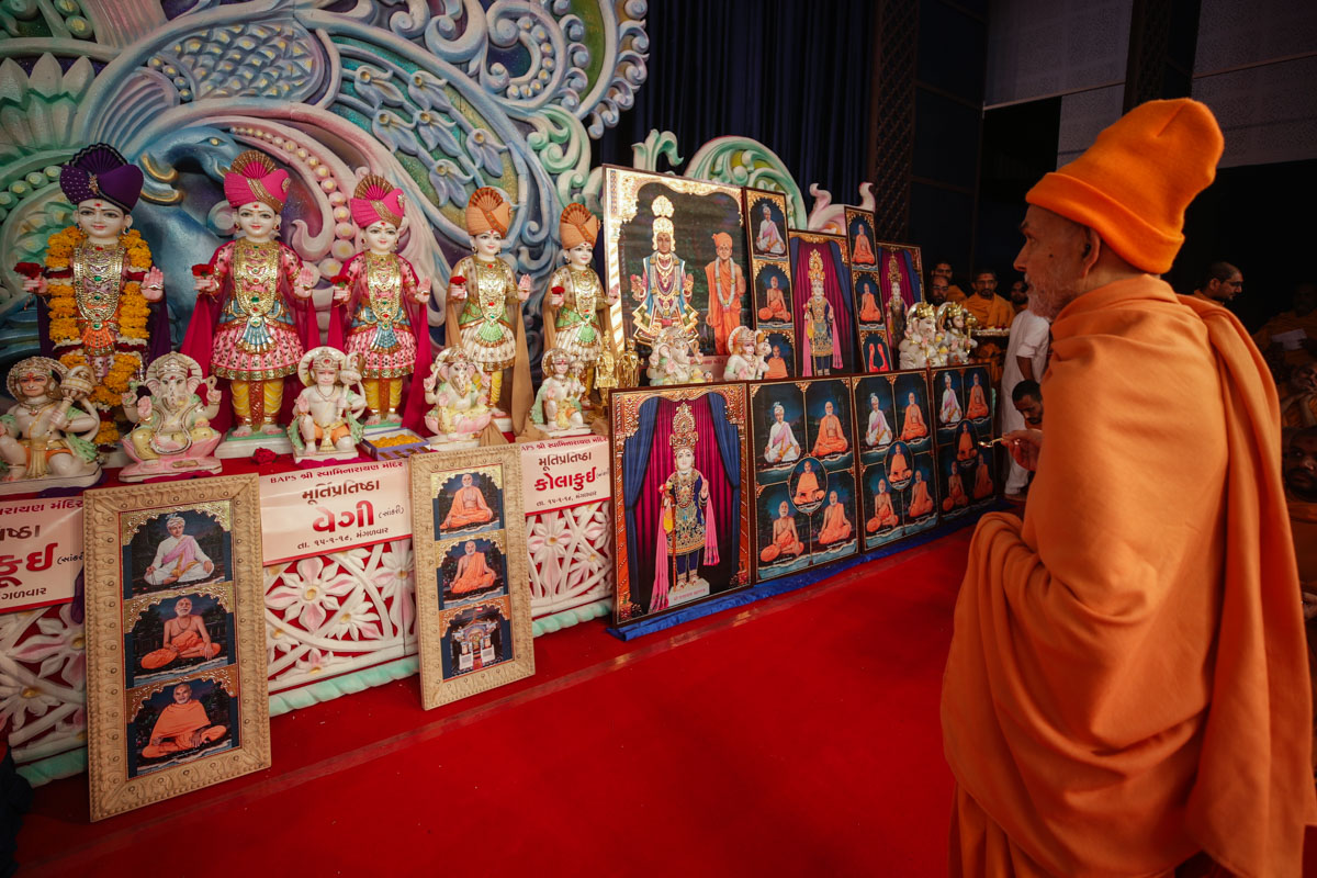 Murtis to be consecrated for the new BAPS Shri Swaminarayan Mandirs at Umarsadi, Vankal, Godthal, Vadapada, Galkuva, Mota Bandarpada, Vazarda, Songadh, Malangdev, Kolakui and Miyapur, India