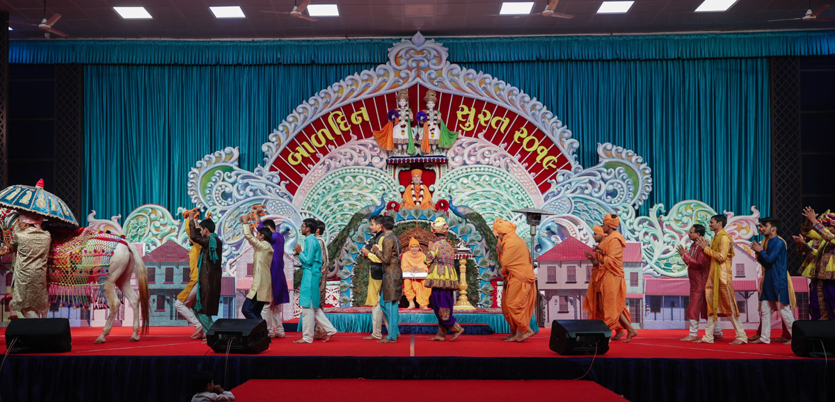 Children and youths parade before Swamishri