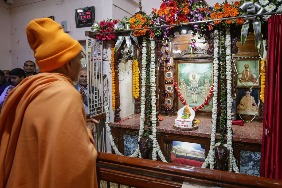 Swamishri engrossed in darshan of Thakorji at Brahmaswarup Shastriji Maharaj's birthplace