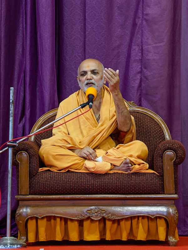 Yagnapriya Swami addresses the annual day assembly