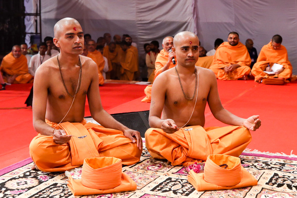 Parshads to be initiated as sadhus perform diksha rituals
