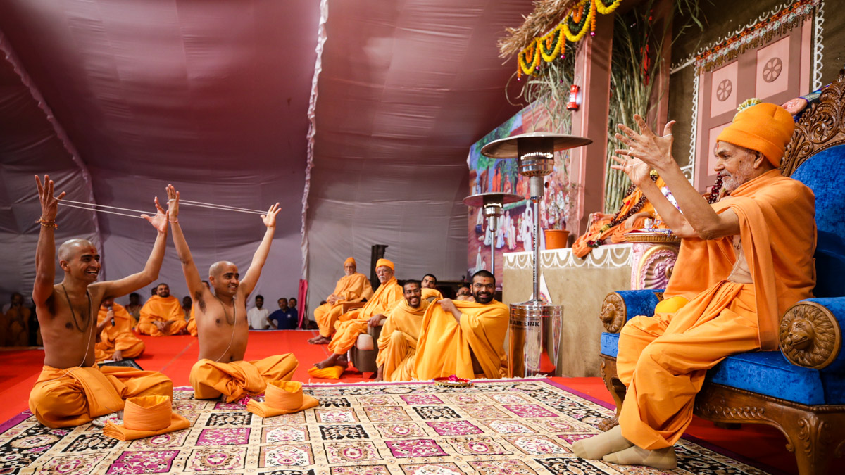 Swamishri leads the diksha rituals the parshads to be initiated as sadhus perform