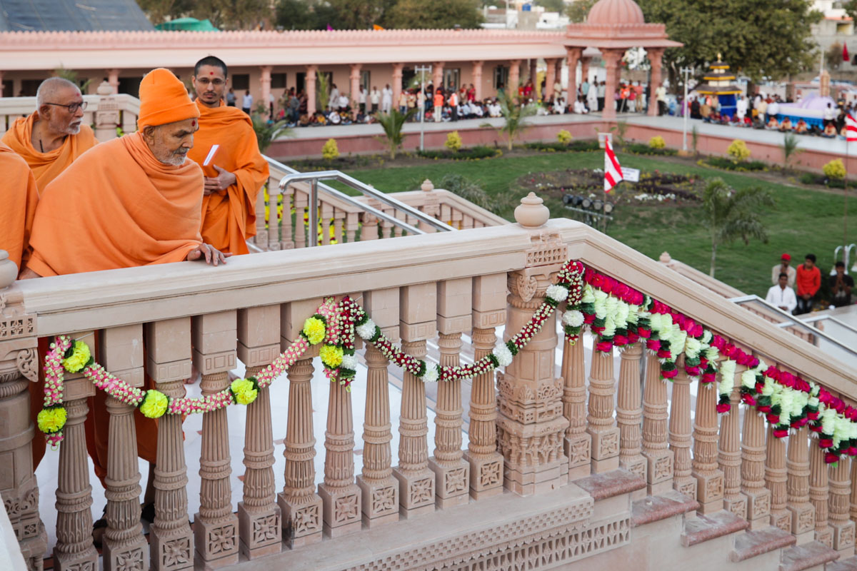 Swamishri observes mandir grounds