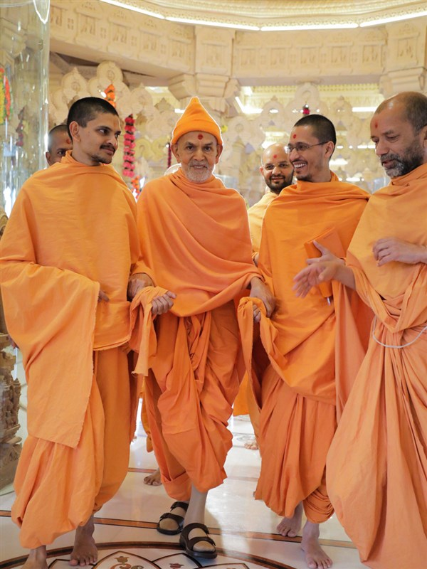 Swamishri during the mandir visit