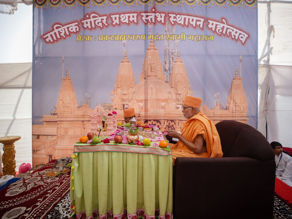 Pujya Bhaktipriya Swami (Kothari Swami) performs the mahapuja rituals of first pillar for the new BAPS Shri Swaminarayan Mandir, Nashik