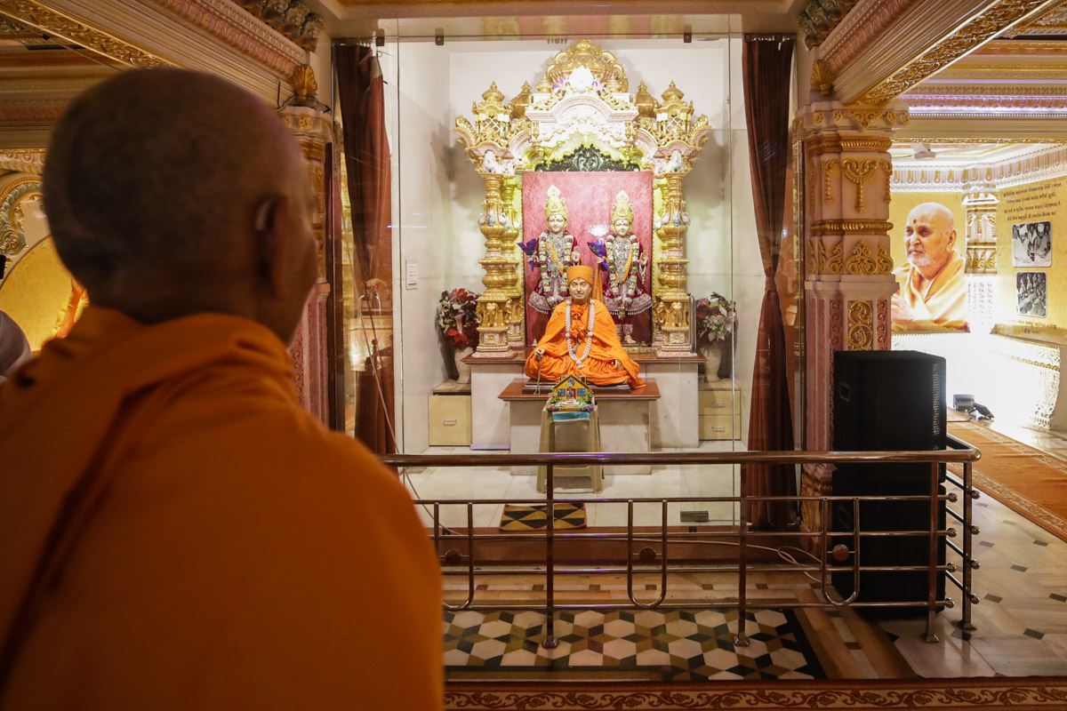Swamishri engrossed in darshan at the first shikharbaddh mandir consecrated by Pramukh Swami Maharaj in 1971