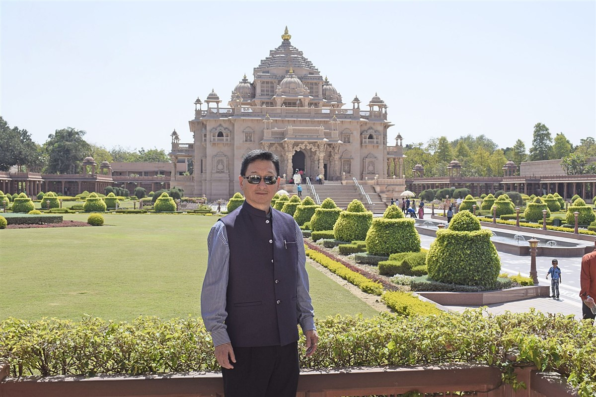 Consul General of Japan Ryoji Noda visits Swaminarayan Akshardham