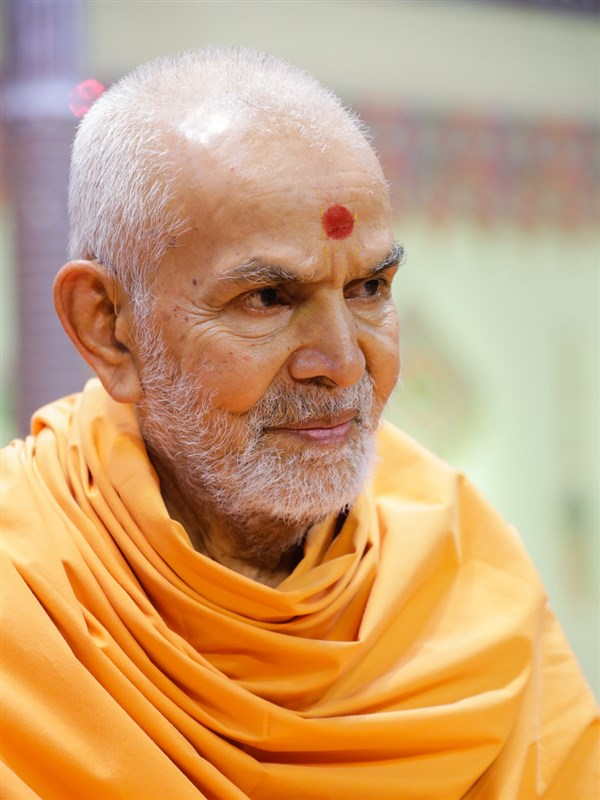 Swamishri during the samip darshan