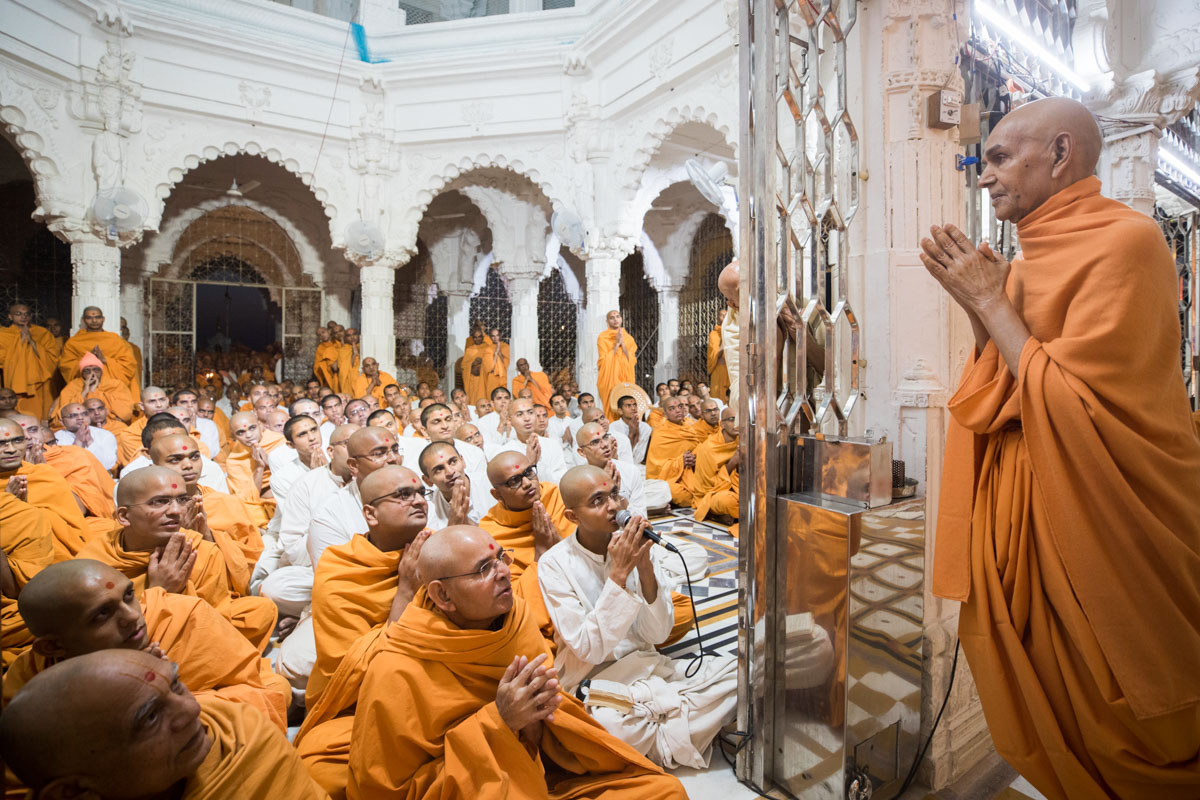 Swamishri greets sadhus with folded hands