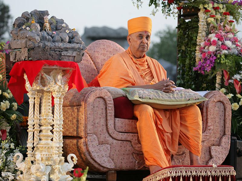 Swamishri during the inaugural assembly