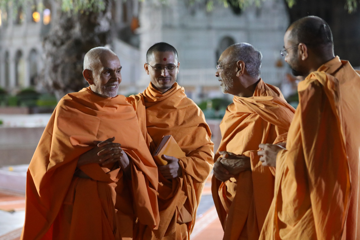 Swamishri converses with sadhus in the mandir grounds