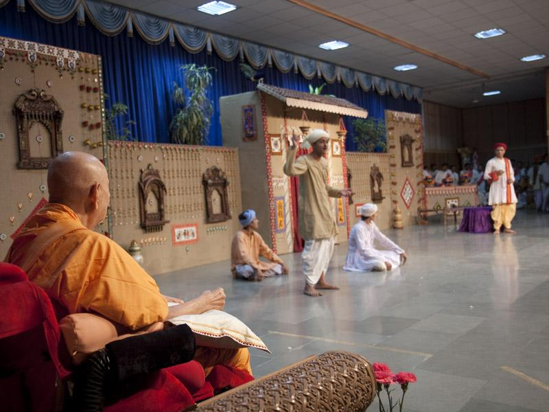 Kishores present a cultural program in the evening Kishore Din assembly