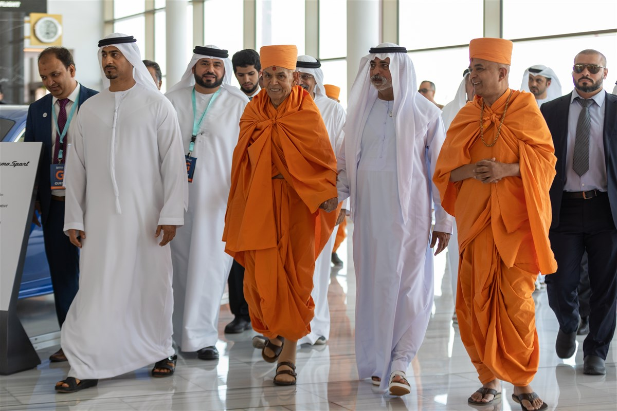 HE Sheikh Nahyan Mabarak Al Nahyan and Swamishri inside the airport