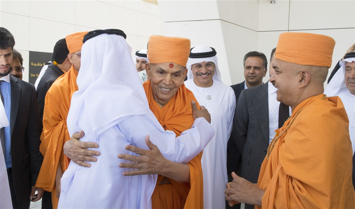 HE Sheikh Nahyan Mabarak Al Nahyan embraces Swamishri before leaving the airport