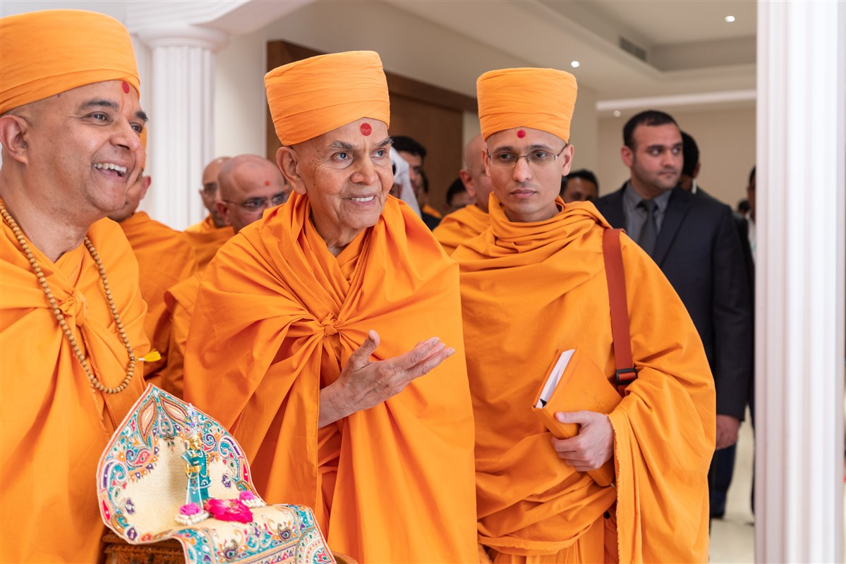 Swamishri has darshan of the ghar mandir
